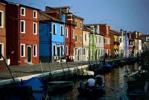 015_boat-on-burano-canal
