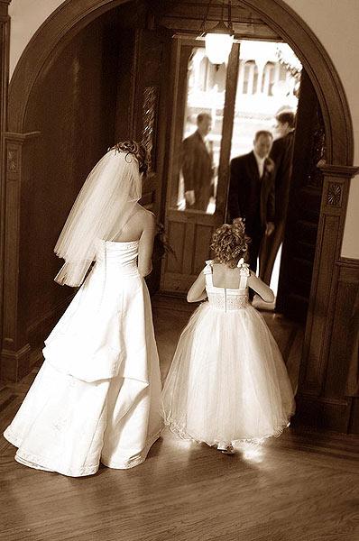 018_bride&flowergirl