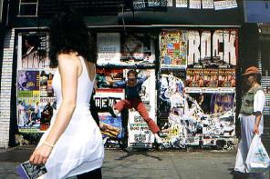 027_jumping-in-nyc