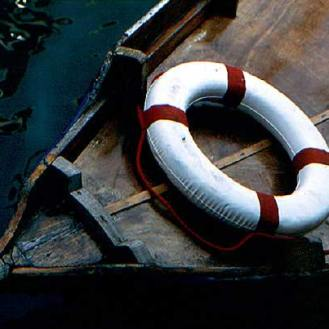 037_lifesaver-on-a-boat