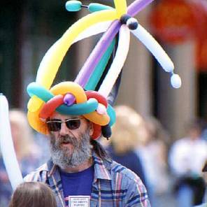 063_balloon-hat-man
