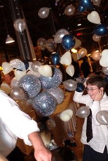 071_lloyd_pop_balloons