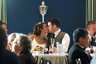 081_kissing