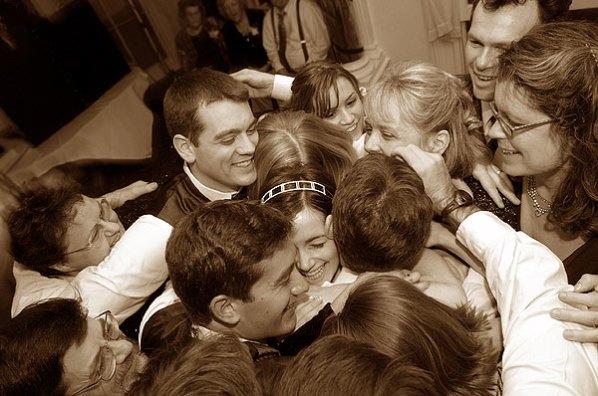 087_group_hug