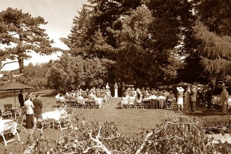 129_j&j_garden_ceremony