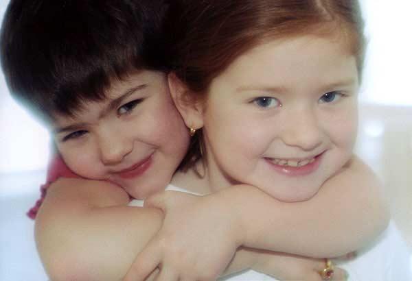 003_sisterly_hug