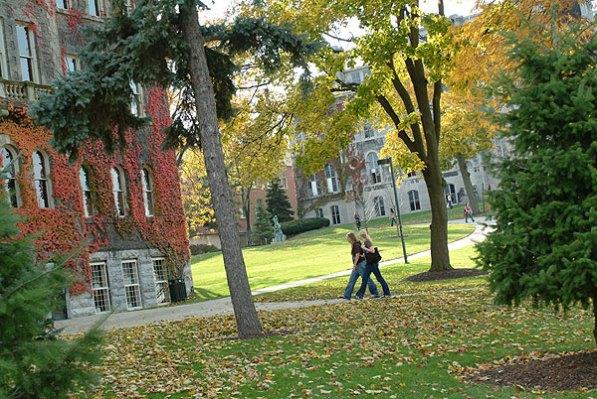 014_walking_campus