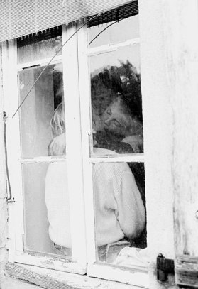 001_a_Kiss_in_the_window