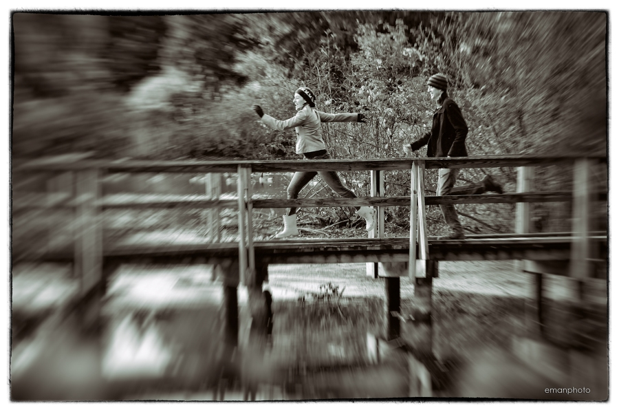 DSC_6290_Running_on_Bridge_Nik_1920