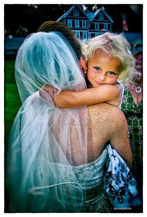 DSCF0537_Hugging_the_Bride_Nik_1080