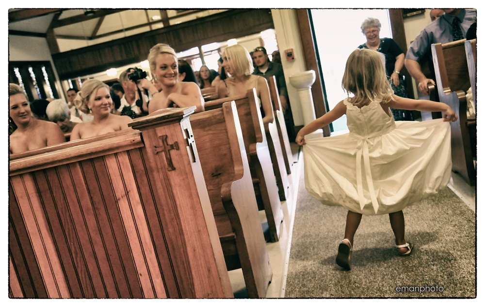 dsc_4012_here_comes_the_flowergirl_bb