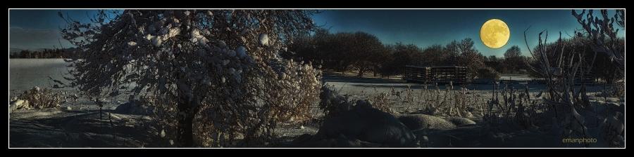 DSC01703_La_Lune_Dans_La_Neige_Border